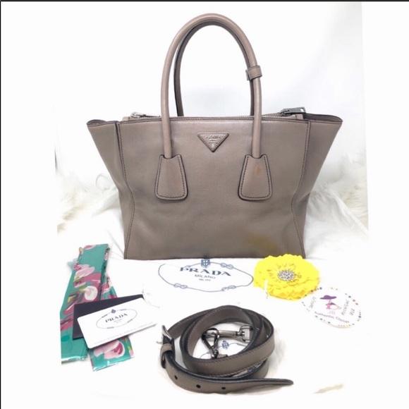 39da2fd1eccc28 Prada City Calf Twin Pocket Tote Bag, Argilla Gray.  M_5c79e5434ab633d630a27cf0